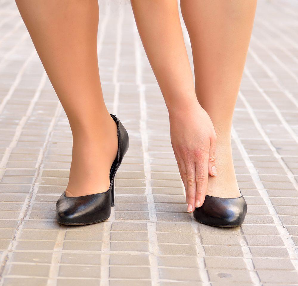 Foot pain_128141088